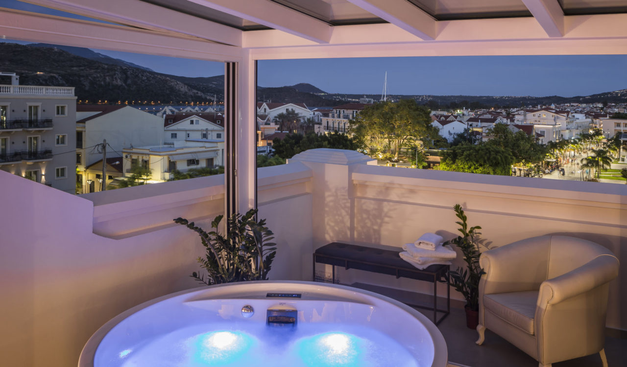 Penthouse Suite With Outdoor Hot Tub